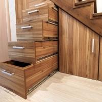 oppbevaringslagerom / garderobe under trapp